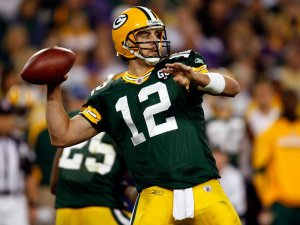 Aaron-Rodgers-throwing