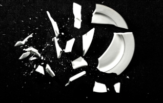 Broken_Plate_Black_Background